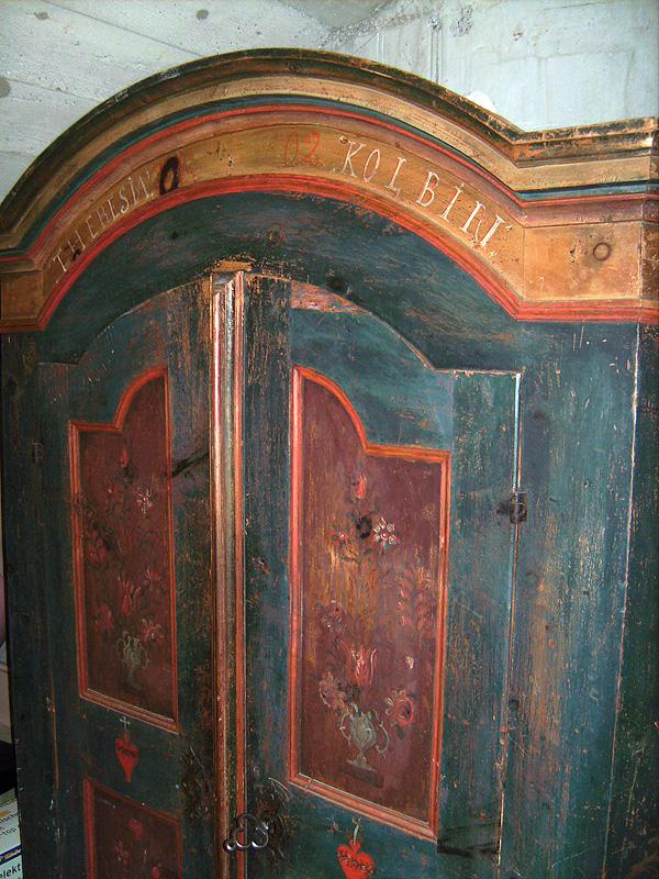 antiquit ten in tirol alter kasten tirol bauernschrank. Black Bedroom Furniture Sets. Home Design Ideas